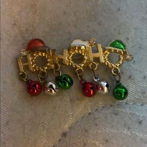 Jewelry - Christmas pin